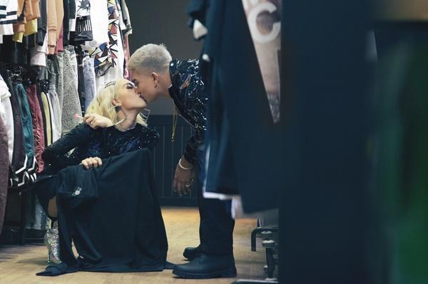 Vợ chồng Big Daddy - Emily liên tục khoá môi ngọt ngào trong MV thả thính-1