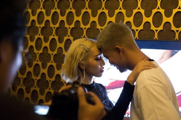 Vợ chồng Big Daddy - Emily liên tục khoá môi ngọt ngào trong MV thả thính-2