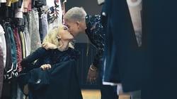 Vợ chồng Big Daddy - Emily liên tục khoá môi ngọt ngào trong MV thả thính