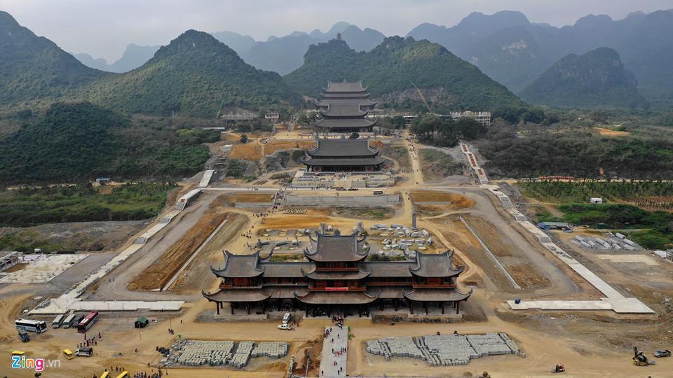 Dòng người đến ngôi chùa lớn nhất thế giới ở Hà Nam dù chưa xây xong-1