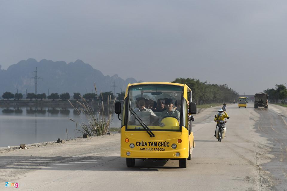 Dòng người đến ngôi chùa lớn nhất thế giới ở Hà Nam dù chưa xây xong-3