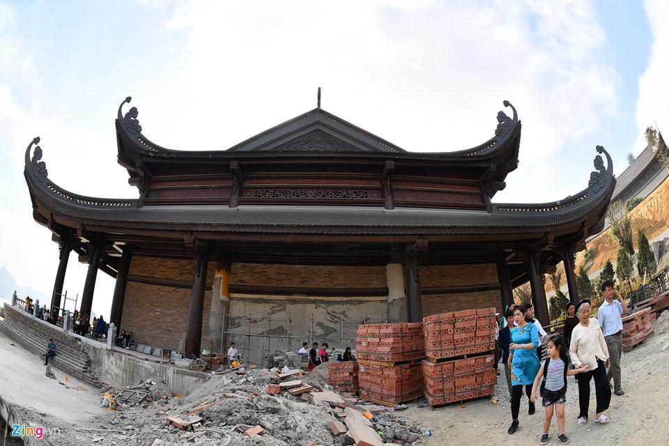 Dòng người đến ngôi chùa lớn nhất thế giới ở Hà Nam dù chưa xây xong-6