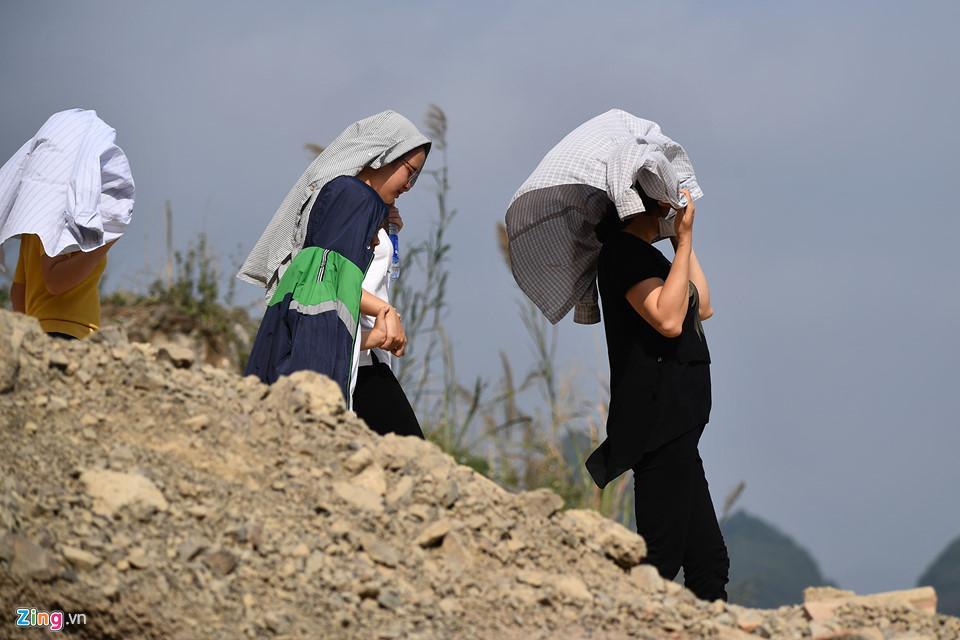 Dòng người đến ngôi chùa lớn nhất thế giới ở Hà Nam dù chưa xây xong-8