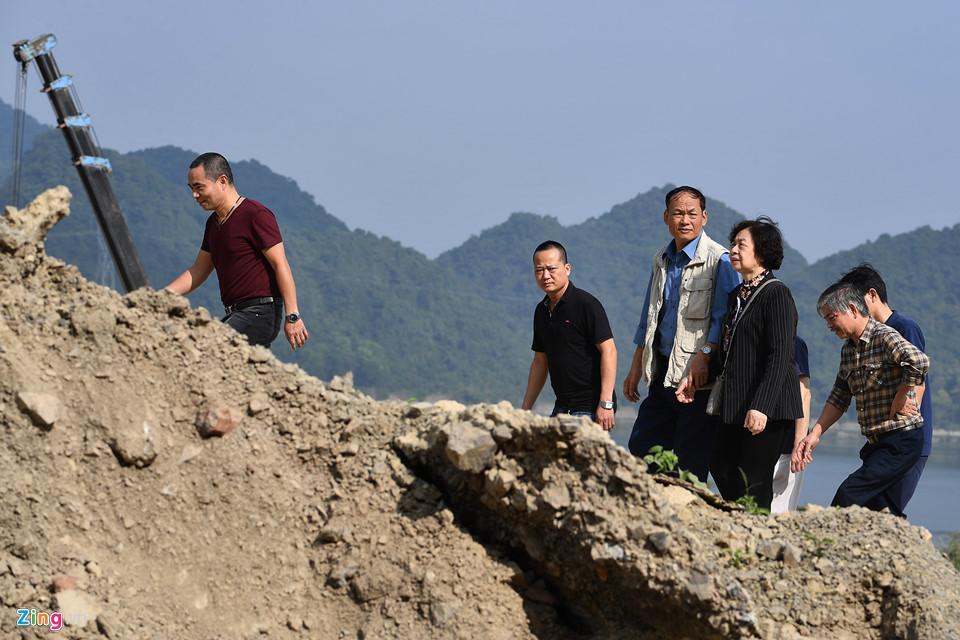 Dòng người đến ngôi chùa lớn nhất thế giới ở Hà Nam dù chưa xây xong-9