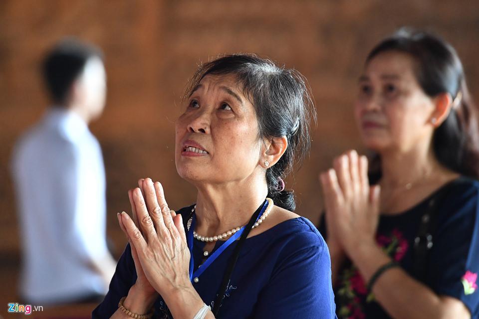 Dòng người đến ngôi chùa lớn nhất thế giới ở Hà Nam dù chưa xây xong-19