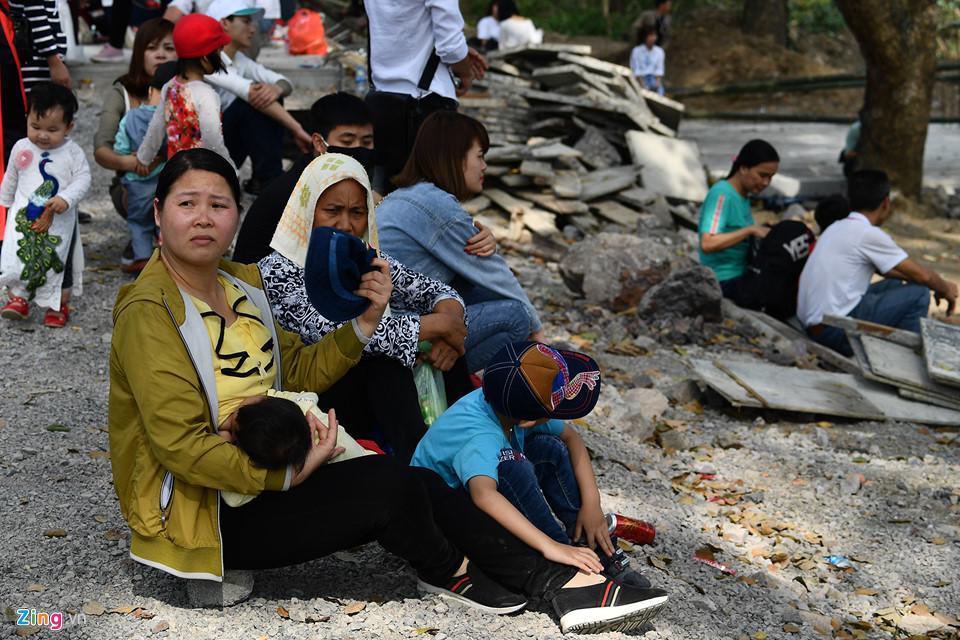 Dòng người đến ngôi chùa lớn nhất thế giới ở Hà Nam dù chưa xây xong-20