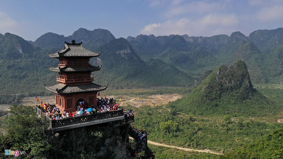 Dòng người đến ngôi chùa lớn nhất thế giới ở Hà Nam dù chưa xây xong-14