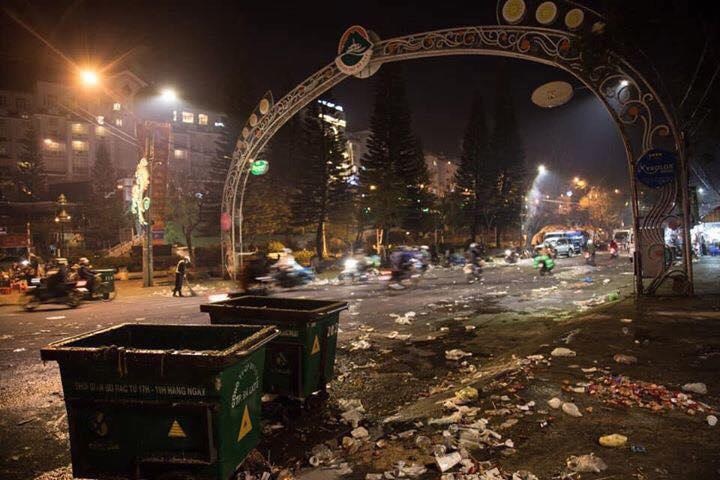 Khủng khiếp: Rác ngập tràn các con đường ở Đà Lạt sau 5 ngày Tết?-2