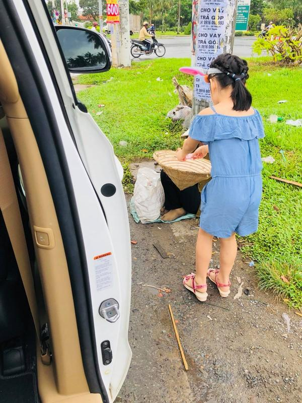 Khoe tiền lì xì khủng của con gái, Thủy Tiên bật mí cách Bánh Gạo sử dụng số tài sản riêng ngày Tết-4
