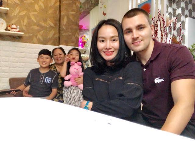 Sau thời gian lẻ bóng nuôi con, vợ cũ Thành Trung có bạn trai Tây và đang sống trong những ngày tháng ngôn tình-10
