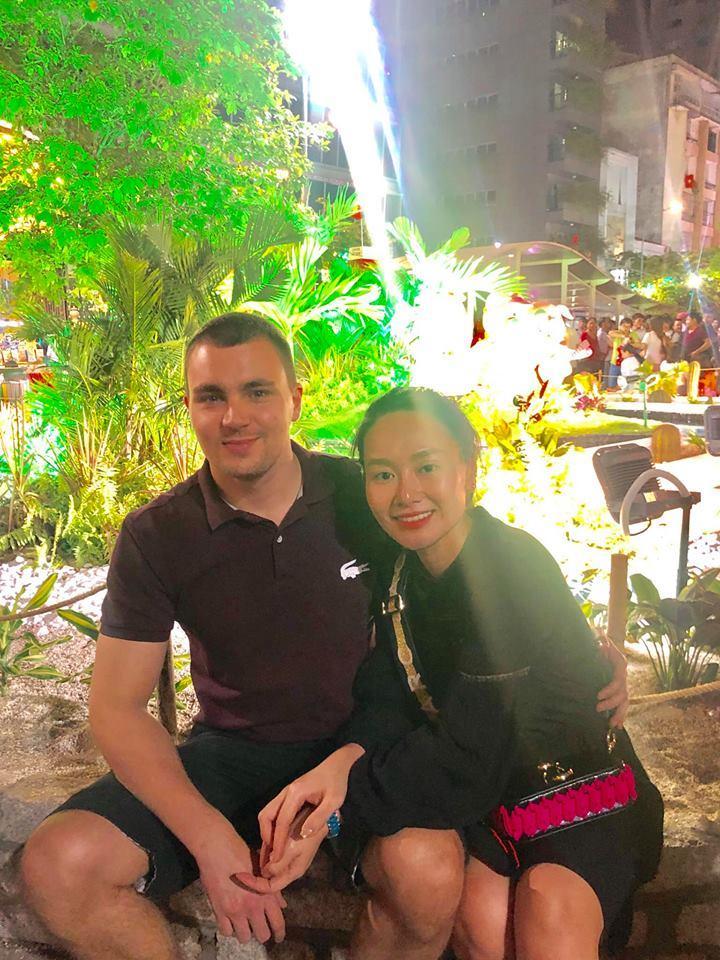 Sau thời gian lẻ bóng nuôi con, vợ cũ Thành Trung có bạn trai Tây và đang sống trong những ngày tháng ngôn tình-11