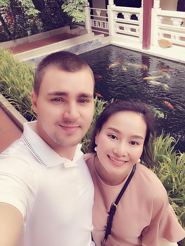 Sau thời gian lẻ bóng nuôi con, vợ cũ Thành Trung có bạn trai Tây và đang sống trong những ngày tháng ngôn tình-13