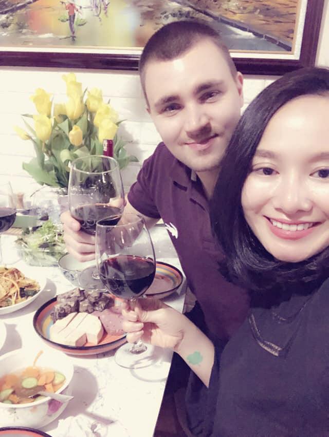 Sau thời gian lẻ bóng nuôi con, vợ cũ Thành Trung có bạn trai Tây và đang sống trong những ngày tháng ngôn tình-14