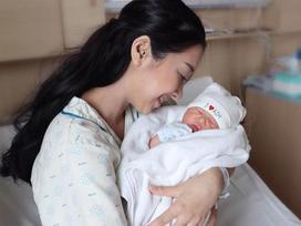 Sinh con hơn 1 tháng, em gái Nhã Phương 'rùng mình' nhớ lại khoảnh khắc lên bàn đẻ, lên tiếng chuyện 'cưới chạy bầu'
