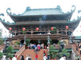 Cảnh dâng lễ thâu đêm ở chùa Hương