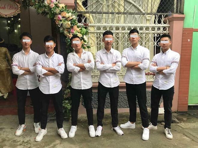 Tết này đi đâu cũng thấy chiếc áo sơ mi quốc dân của giới trẻ Việt-4