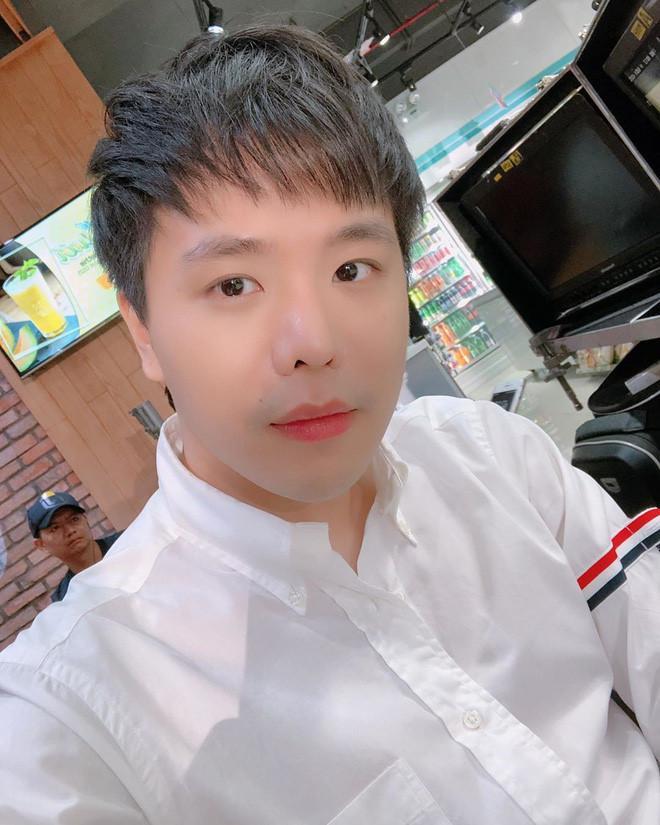 Tết này đi đâu cũng thấy chiếc áo sơ mi quốc dân của giới trẻ Việt-9