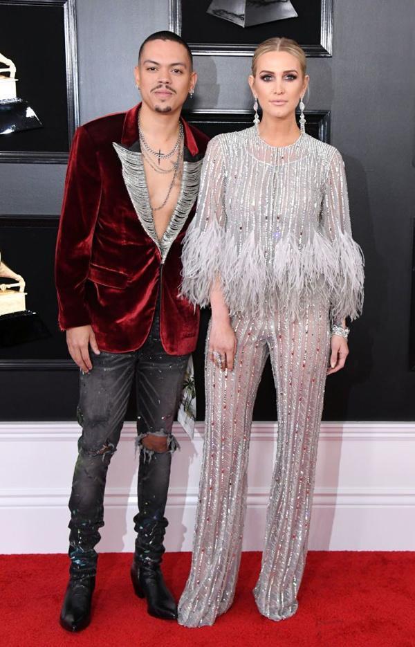 BTS diện suit đơn giản nhưng đầy khí chất, Cardi B dẫn đầu dàn sao đổ bộ thảm đỏ Grammy 2019 với bộ cánh không thể chặt chém hơn-6