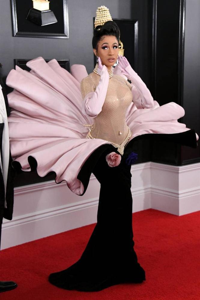 BTS diện suit đơn giản nhưng đầy khí chất, Cardi B dẫn đầu dàn sao đổ bộ thảm đỏ Grammy 2019 với bộ cánh không thể chặt chém hơn-16