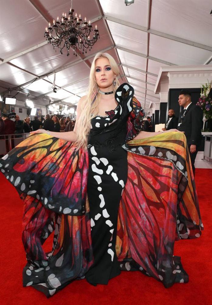 BTS diện suit đơn giản nhưng đầy khí chất, Cardi B dẫn đầu dàn sao đổ bộ thảm đỏ Grammy 2019 với bộ cánh không thể chặt chém hơn-25