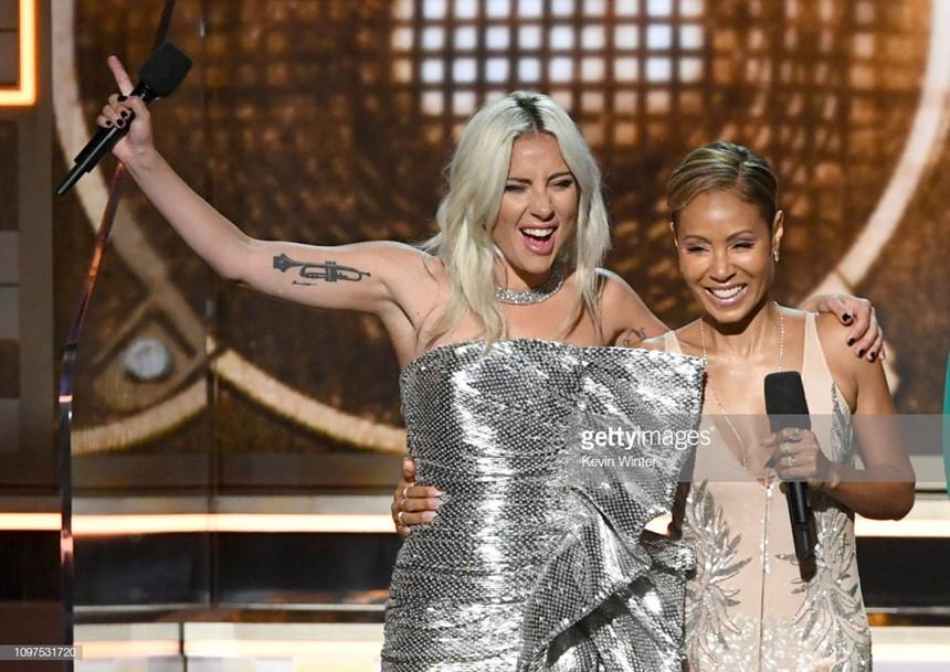 Lady Gaga bật khóc, Ariana Grande gây hấn với Grammy vẫn nhận giải-1