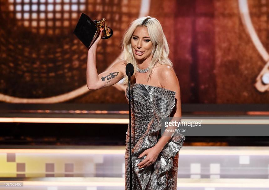 Lady Gaga bật khóc, Ariana Grande gây hấn với Grammy vẫn nhận giải-2