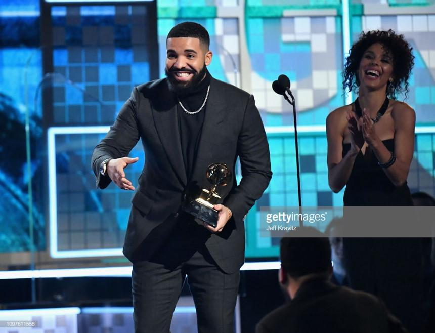 Lady Gaga bật khóc, Ariana Grande gây hấn với Grammy vẫn nhận giải-5