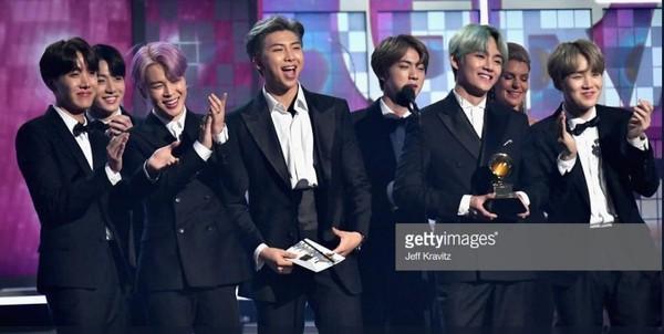BTS trở thành nghệ sĩ Kpop đầu tiên xuất hiện trên sân khấu Grammy: Chúng tôi sẽ trở lại!-4