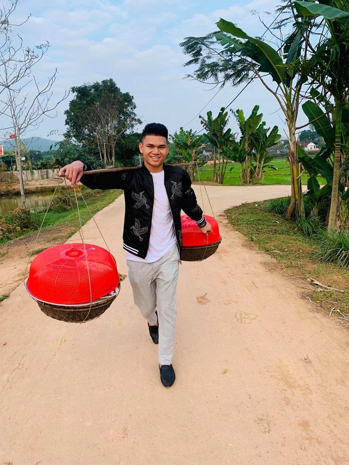 Đăng ảnh sống ảo cực bảnh bao, Quang Hải bị soi dùng lại caption của Hoa hậu Đặng Thu Thảo-13