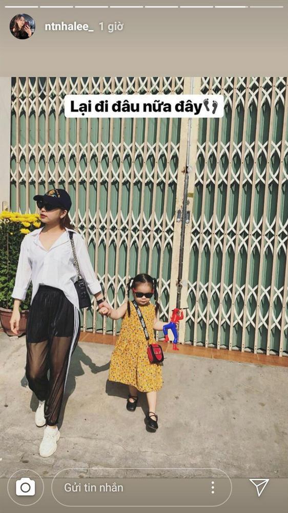 Ăn mặc hớ hênh bị nhắc nhở đúng mùng 2 Tết, bạn gái Quang Hải ẩn ý: Mặc áo của bố cho kín đáo-2