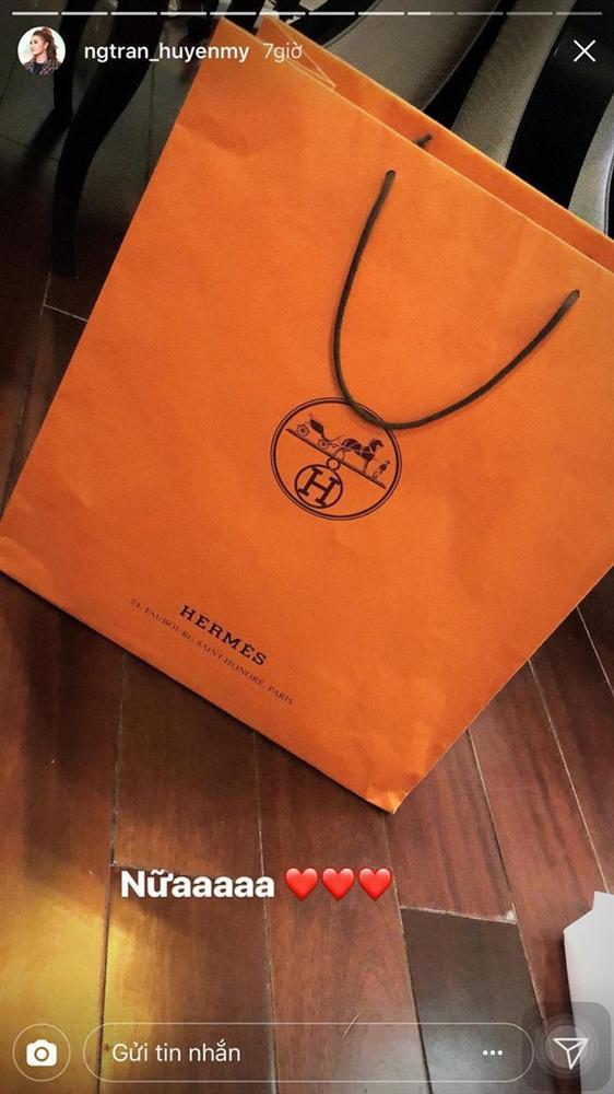 Ngắm quà Valentine hàng hiệu xa xỉ của mỹ nhân Việt-4