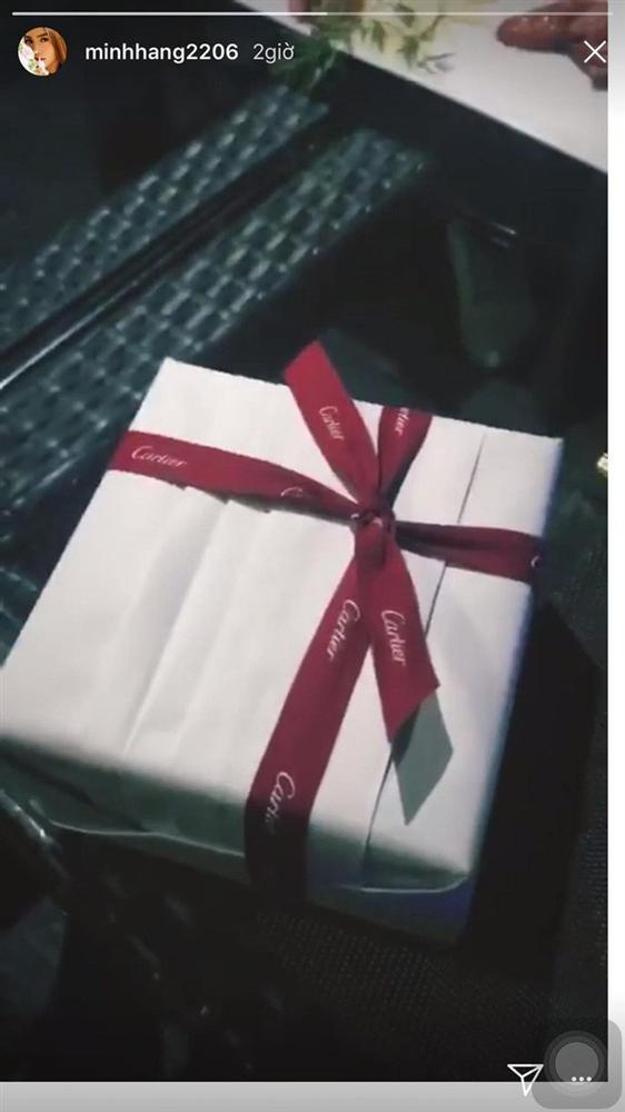 Ngắm quà Valentine hàng hiệu xa xỉ của mỹ nhân Việt-6
