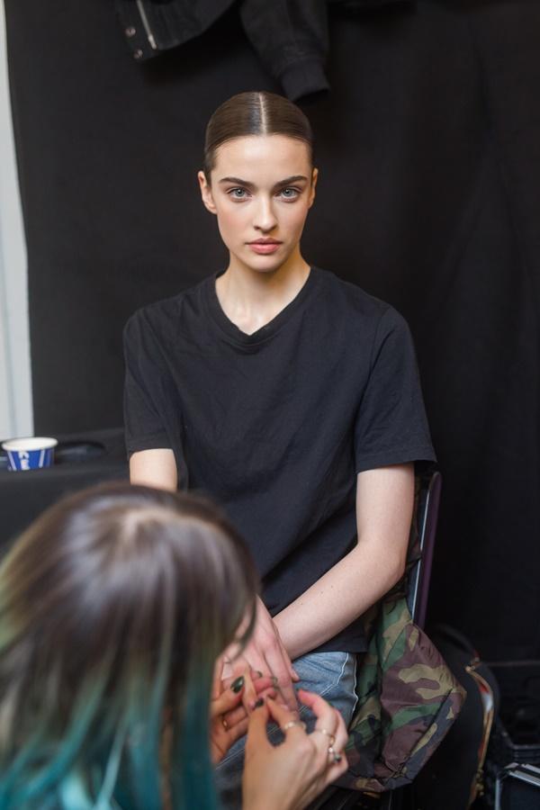 Người mẫu bạch tạng từng tham gia Victorias Secret Show sẽ diễn cho NTK Công Trí tại New York Fashion Week-3