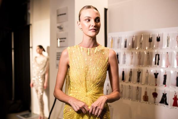Người mẫu bạch tạng từng tham gia Victorias Secret Show sẽ diễn cho NTK Công Trí tại New York Fashion Week-5
