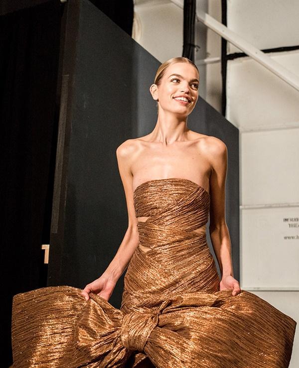 Người mẫu bạch tạng từng tham gia Victorias Secret Show sẽ diễn cho NTK Công Trí tại New York Fashion Week-7