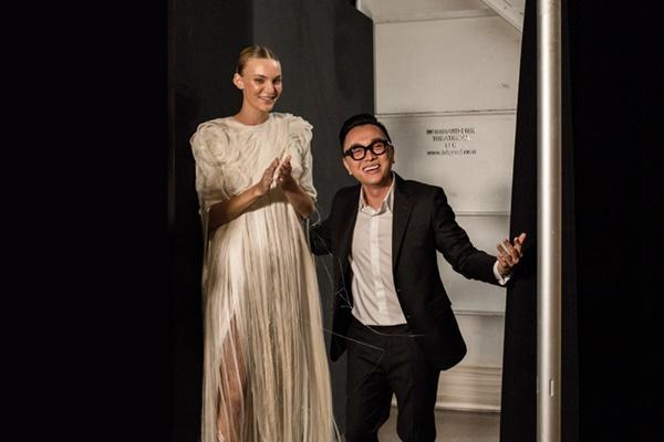 Người mẫu bạch tạng từng tham gia Victorias Secret Show sẽ diễn cho NTK Công Trí tại New York Fashion Week-8