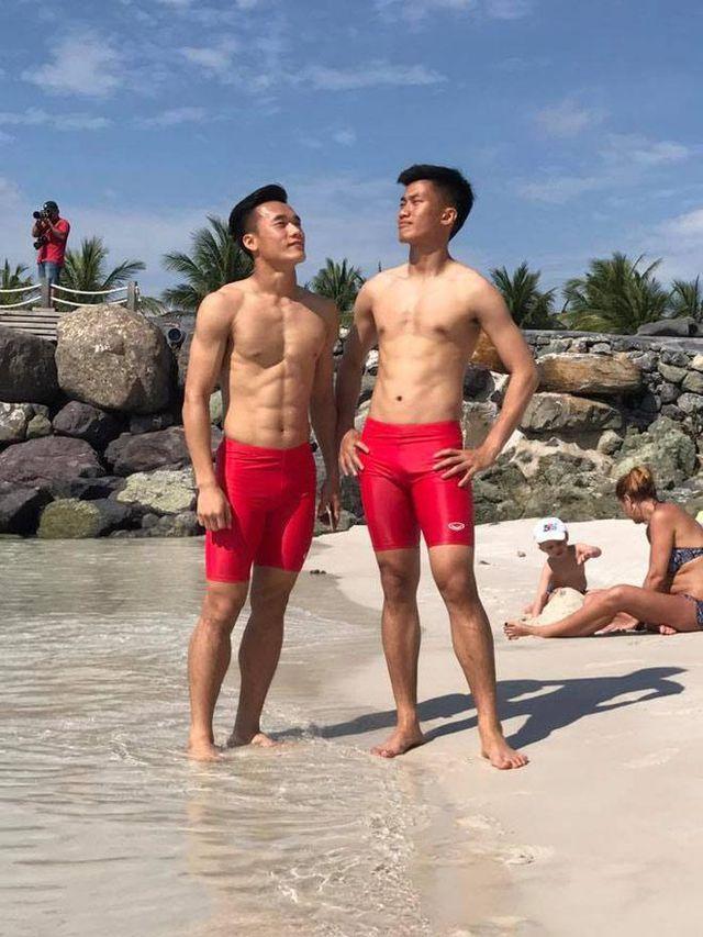 Đọ body 6 múi cầu thủ: Văn Lâm và Bùi Tiến Dũng bất phân thắng bại, Đình Trọng xếp cuối bảng-4