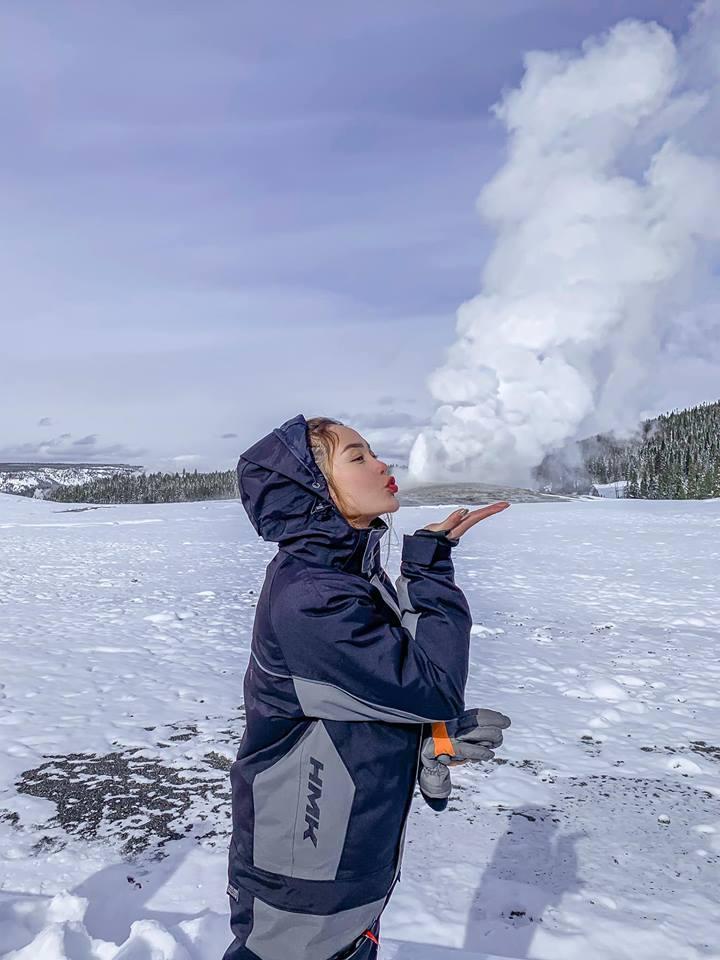 Minh Hằng hào hứng làm bươm bướm quẫy tuyết nhưng ai nấy chỉ quan tâm đến vòng tròn đỏ rực kỳ cục quanh miệng cô-7