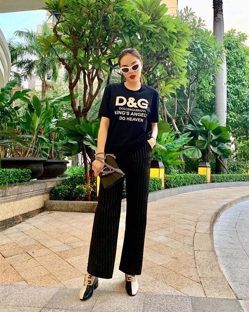 Hòa Minzy che mặt khi gặp người Việt tại nước ngoài vì sợ xấu quá khi không make up-5
