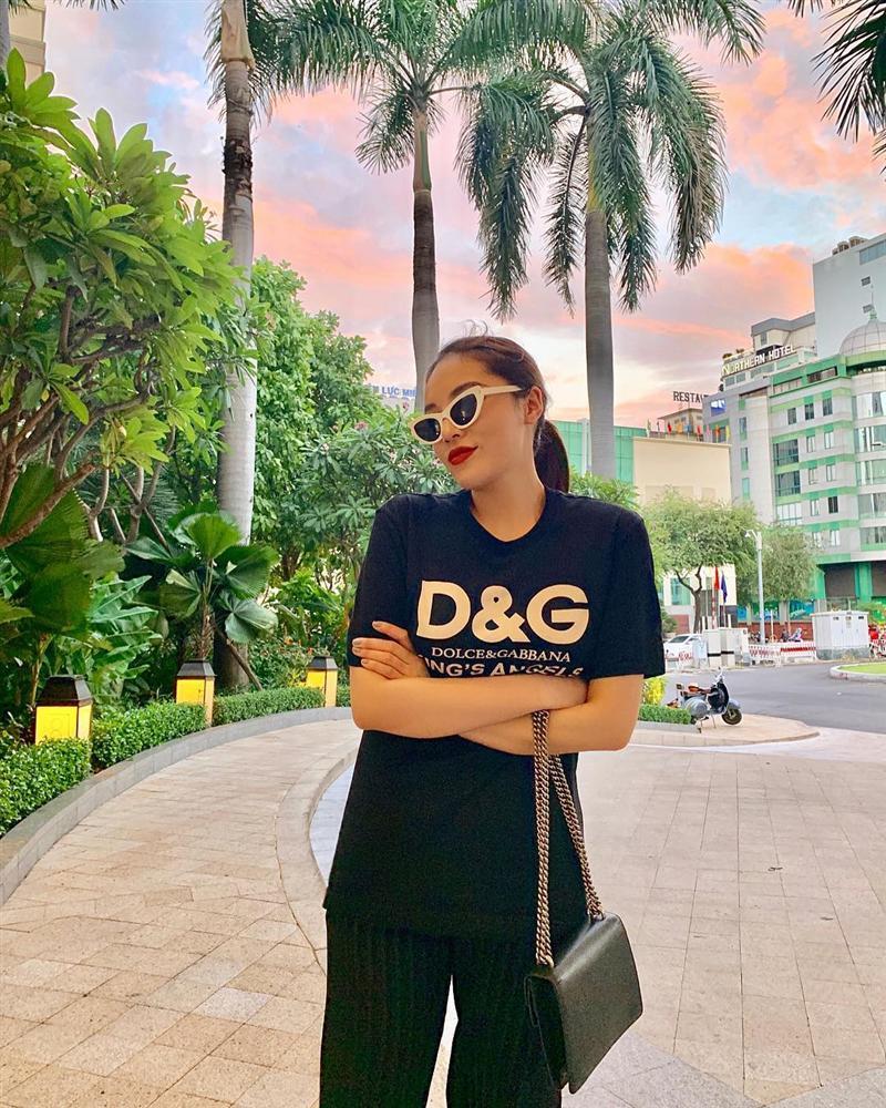 Hòa Minzy che mặt khi gặp người Việt tại nước ngoài vì sợ xấu quá khi không make up-6