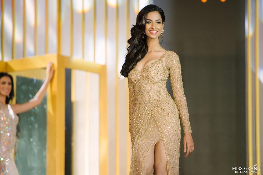Vượt Miss World lẫn Miss Universe, cô gái Ấn Độ đẹp như tiên lên ngôi Hoa hậu của các hoa hậu 2018-2