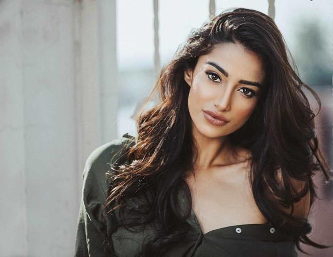 Vượt Miss World lẫn Miss Universe, cô gái Ấn Độ đẹp như tiên lên ngôi Hoa hậu của các hoa hậu 2018-9