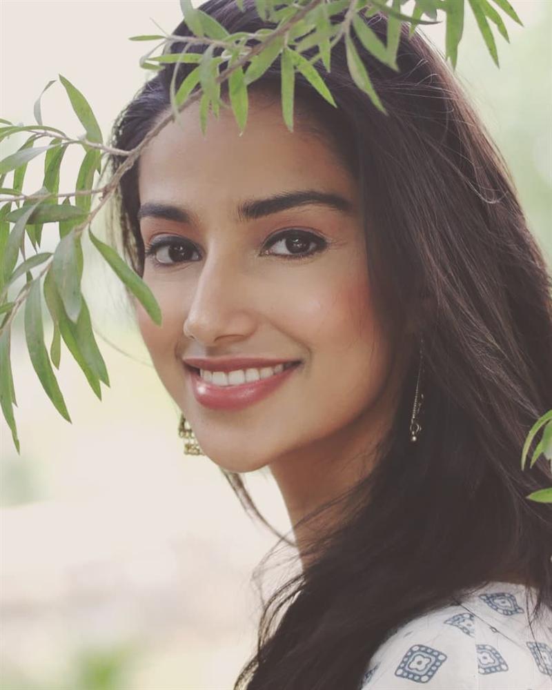 Vượt Miss World lẫn Miss Universe, cô gái Ấn Độ đẹp như tiên lên ngôi Hoa hậu của các hoa hậu 2018-10