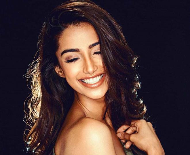 Vượt Miss World lẫn Miss Universe, cô gái Ấn Độ đẹp như tiên lên ngôi Hoa hậu của các hoa hậu 2018-12