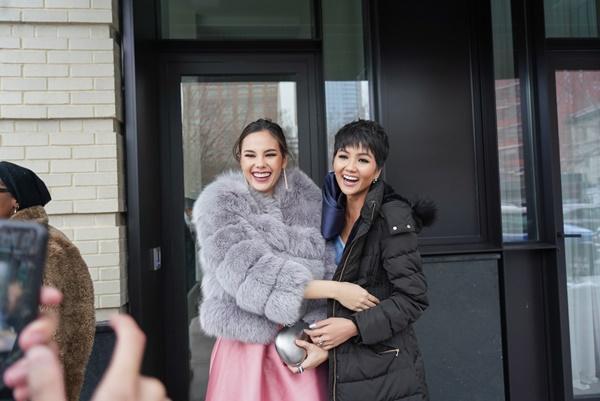 HHen Niê và Hoa hậu Hoàn Vũ Catriona Gray đẹp bất phân thắng bại khi hội ngộ trên đất Mỹ-5