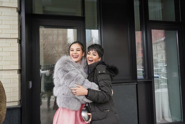 HHen Niê và Hoa hậu Hoàn Vũ Catriona Gray đẹp bất phân thắng bại khi hội ngộ trên đất Mỹ-7