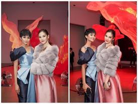 H'Hen Niê và Hoa hậu Hoàn Vũ Catriona Gray đẹp bất phân thắng bại khi hội ngộ trên đất Mỹ