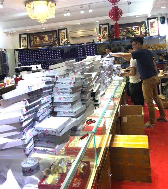 Ngày vía Thần Tài: Khiếp cảnh xếp hàng, nhân viên mỏi tay bán vàng online-2