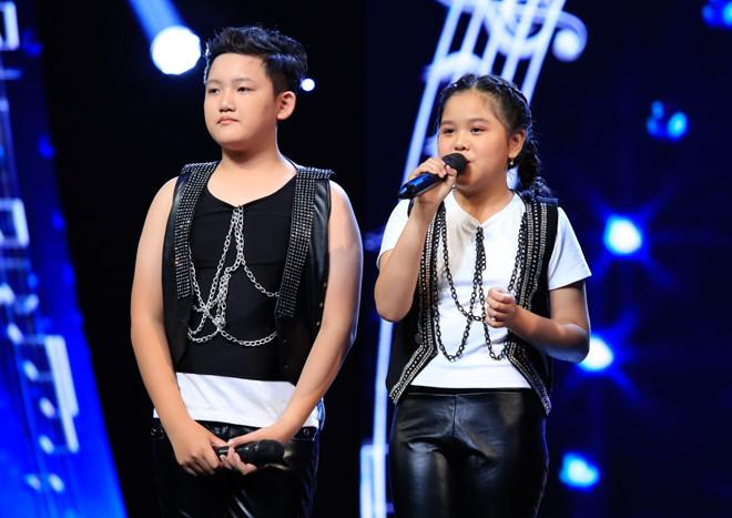 Cô bé bỏ học từ lớp 2 đi bán kẹo kéo hát Mẹ hiền của con khiến Hòa Minzy xúc động nghẹn lời-1