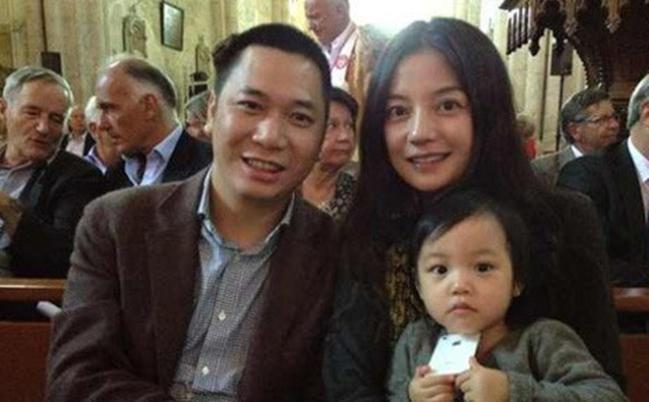 Triệu Vy xuất hiện mệt mỏi giữa tâm bão ly thân với chồng-4